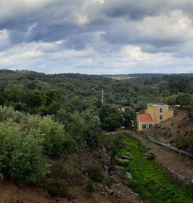 Vista do paramento de jusante da Barragem de Nisa