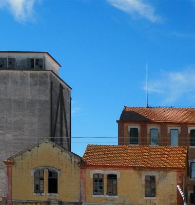 Ruina indústrial na paisagem rural