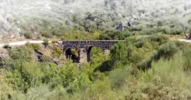 Ponte Medieval sobre a Ribeira de Figueiró (V. Flor)