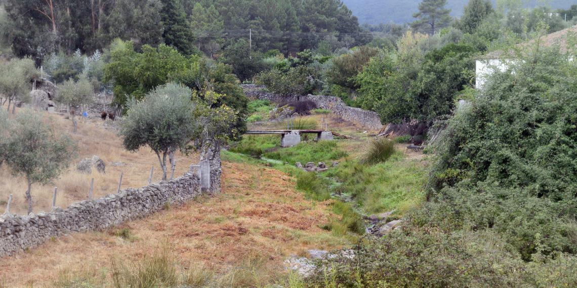 Linha de água perto de CAIA